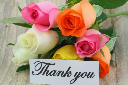 thanking: Thank you note with colorful rose bouquet on white wooden surface