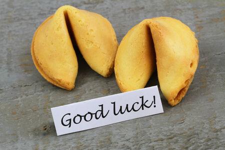 buena suerte: Buena suerte con tarjeta de galletas de la fortuna Foto de archivo