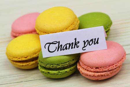 merci: Merci de macarons color�s carte