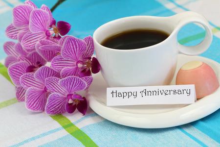 cafe bombon: Tarjeta feliz del aniversario con la orqu�dea rosada y una taza de caf�