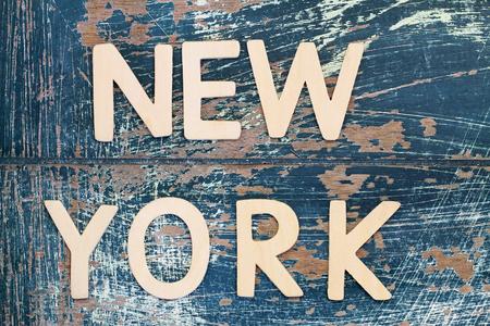 소박한 표면에 목조 문자로 작성된 뉴욕