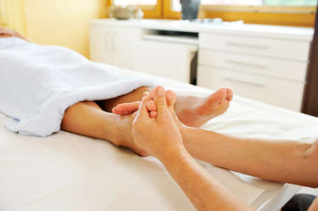 bracing: Massage of the reflex zones on the foot