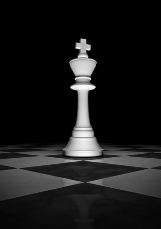 長いライブ キング 3 D が暗い背景に点灯劇的に白いチェス王のレンダリングします。 写真素材