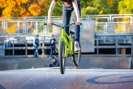 young athlete makes an extreme bike jump on a ramp Reklamní fotografie - 109935614