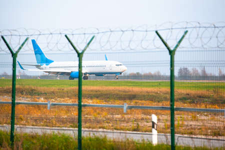 a passenger plane took the airport runway 스톡 콘텐츠