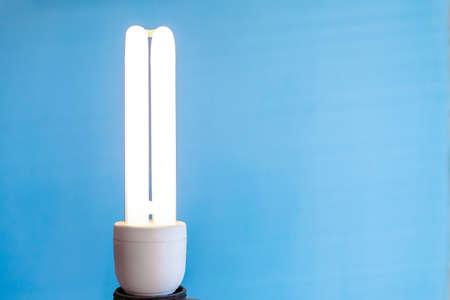 bright energy-saving light bulb on a blue background, copy space Standard-Bild - 121633598
