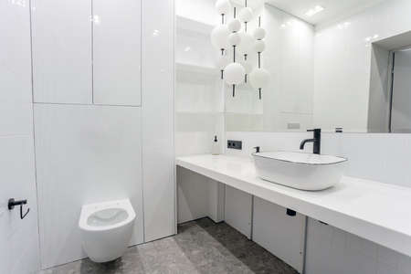 bright bright bathroom with a large washbasin mirror