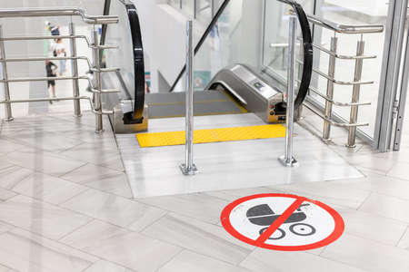 sign of passage with a baby carriage is prohibited near the escalator