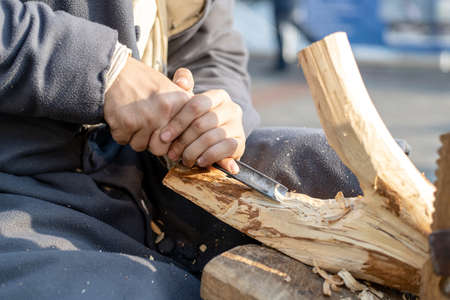 a man is engaged in wood processing, handmade 免版税图像
