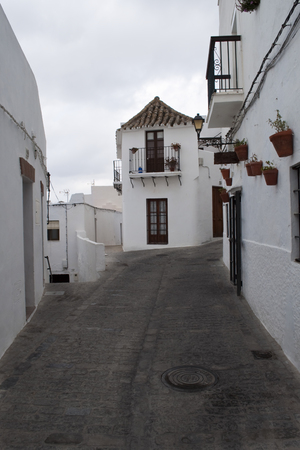 Cobbled street pavement with white house in both side in Cobbled street pavement with white house in both side in Vejer de la Frontera Stock fotó