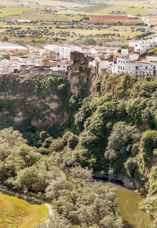 Lake with houses in Arcos de la Frontera in Spain Imagens