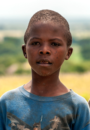 SERENGETI, TANZANIA - MAY 2014. Children in Africa face poor life conditions and health issues. However, they are curious, joyful and eager to play. Stock Photo - 114453526