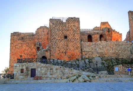 Ruinas del castillo de Ajlun en Jordania en un día soleado.