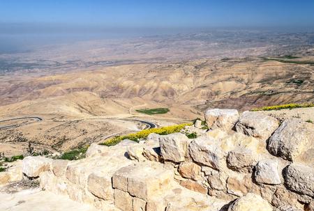 Mount Nebo in Jordan in a sunny day. Mount Nebo is a peak of 817 meters located in western Jordan today. Archivio Fotografico