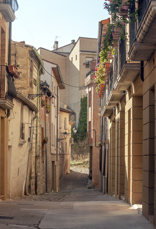 Streets of the historic center of Olite on a sunny day. Olite is a municipality and a Spanish city of the Navarre Foral Community. It is the head of the merindad of the same name, and that corresponds 写真素材