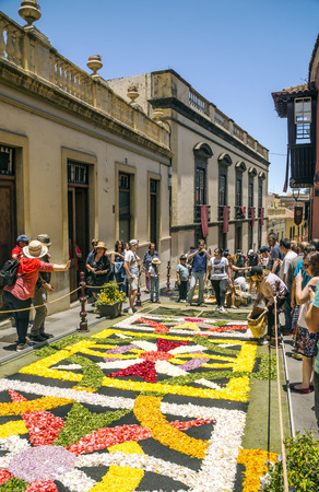 LA OROTAVA CANARY ISLAND SPAIN - JUNE 2018. The people of the town working on the day of Corpus Christi in the flower carpets. Редакционное