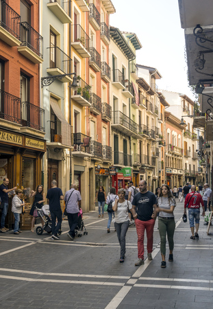 Pamplona, Navarra, Spain-September 2018. Streets of Pamplona in Navarre with people walking and buildings on both sides. Pamplona, capital of the province of Navarra, is a city in northern Spain. It is known mainly for the celebration of bullfights (feast 스톡 콘텐츠 - 116187855