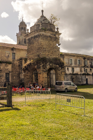 Lugo, Spain-Octuber 2018. You can see some tourist near a romanesque church sitting in a cafe in a cloudy day. 報道画像