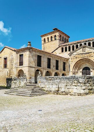 Village of Santillana del Mar in northern Spain in a cloudy day Banque d'images