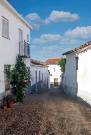 Street of Cortelazor in the Huelva province in the south of Spain. Its a white houses village in a sunny day. Archivio Fotografico