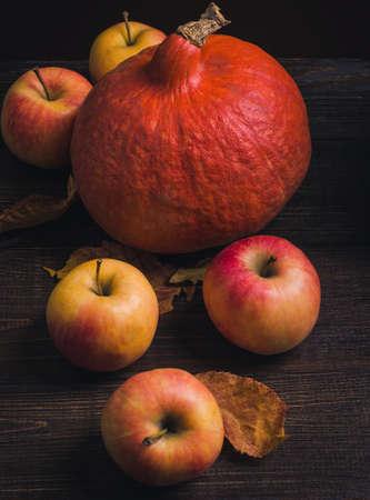 カボチャとリンゴの秋の静物 写真素材