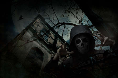Human skull in jacket standing over grunge castle, dead tree, bird fly, full moon and cloudy spooky sky, Halloween mystery concept Stockfoto