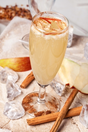 yellow drink, apple and cinnamon
