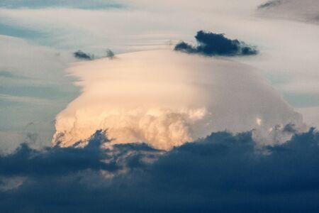 lenticular: Lenticular cloud, altocumulus lenticularis