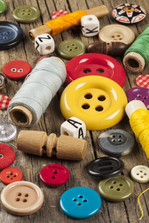 Set of colored sewing buttons on wooden background Banque d'images
