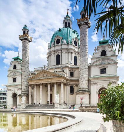 st charles: Vienna, Austria - 1 settembre 2013; Karlskirche Chiesa di San Carlo Chiesa barocca situata sulla Karlsplatz di Vienna,
