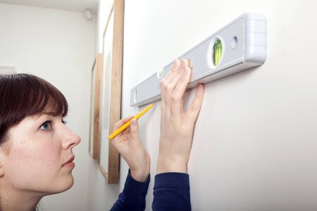 Woman Spirit level DIY