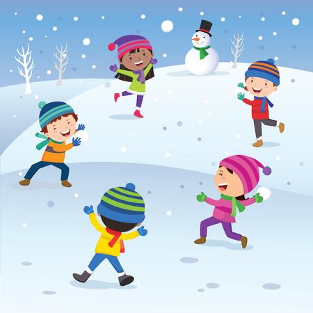 pelota caricatura: Diversión del invierno. Los niños que juegan la bola de nieve feliz. Guerra de nieve.