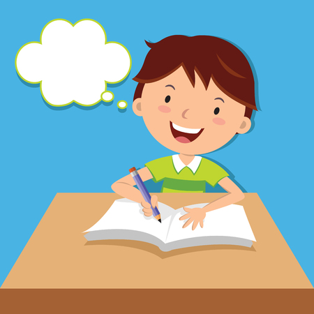 그의 책상에 귀여운 소년 쓰기