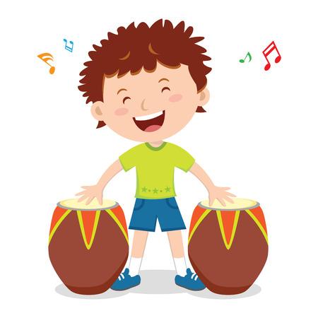 小さな男の子再生アフリカン ドラム。少年のベクトル図では、アフリカン ドラムの演奏をお楽しみください。  イラスト・ベクター素材
