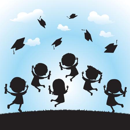 Vier afstuderen silhouet. Schoolkinderen springen van vreugde en werpen hun afstuderen caps in de lucht.