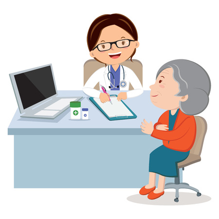 Vrouwelijke arts met hogere vrouw. Medisch consult tussen arts en haar patiënt aan de balie. Stockfoto - 83672886