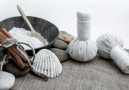 Spa et massage, sain et beau fond blanc isolé