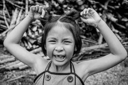 bebes ni�as: Closeup smiling little asian girl with a broken teeth