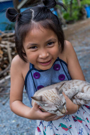 kitties: smiley kid with a little cat