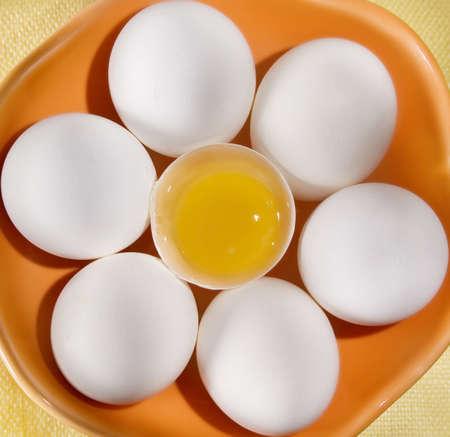 ボウルに卵