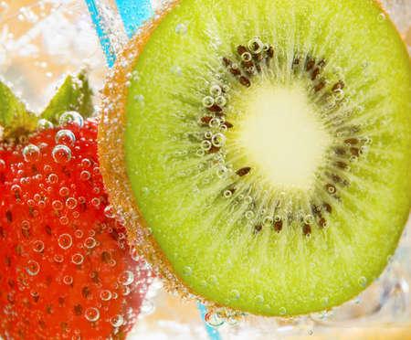 carbonation: Bebida del kiwi de la fresa