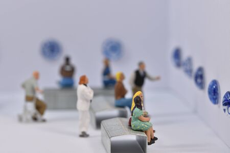 miniature figures 1:87 in a gallery