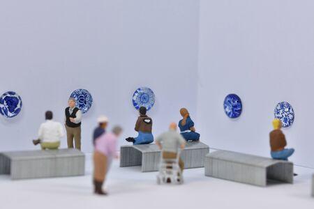 miniature figures 1:87 in an art gallery