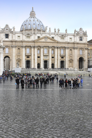 pietro: People in Vatican basilica san Pietro. Roma