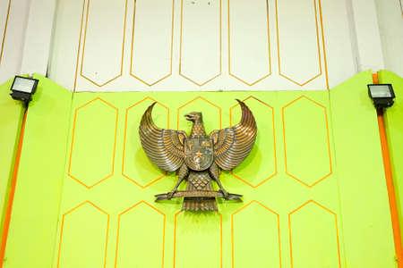 Salão da frente com Garuda Pancasila | Indonésia Foto de archivo - 88451690