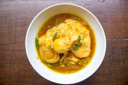 卵の醤油、鶏醤油、オポールアヤム、チキンの肉汁、インドネシア料理 |Assian 食品 写真素材 - 88963144