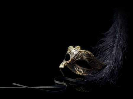 masked woman: m�scara de carnaval aislados en negro
