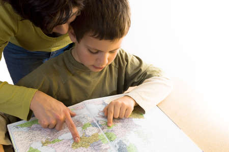 mother and child with map Standard-Bild