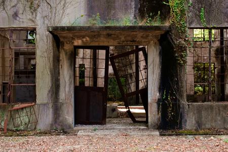 Fábrica abandonada en la isla de los conejos de Japón, Okunoshima