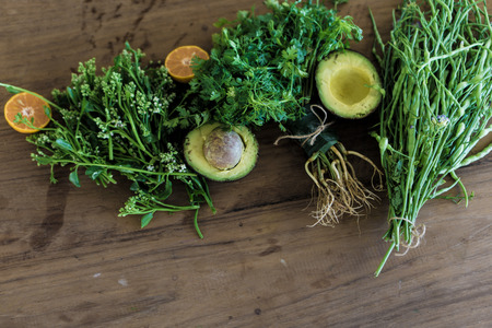 fresh herbs and spices on wood table Standard-Bild